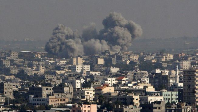 Israeli Forces Advance Deep in Gaza Urban Areas
