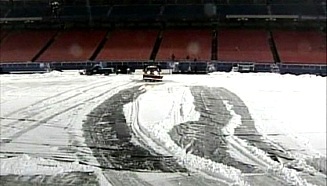 Fans Help Clear Snow From Giants Stadium