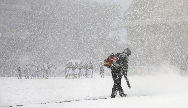 Prospect of Super Bowl Snow Isn't Necessarily a Chilling One