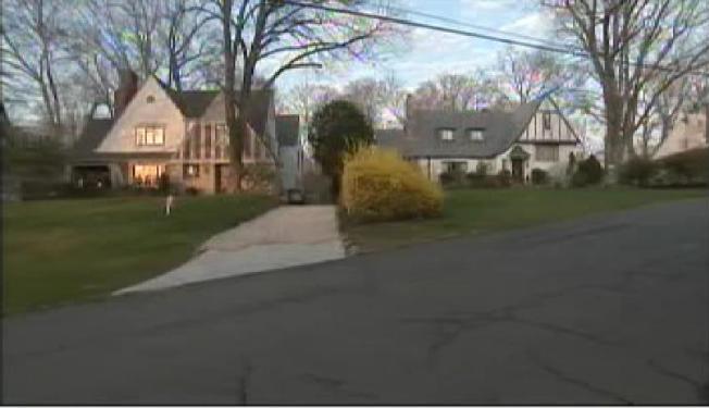 Scarsdale PD Investigate Recent Burglaries