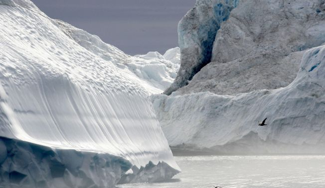 Arctic Melting - 2 Trillion Tons of Ice Gone