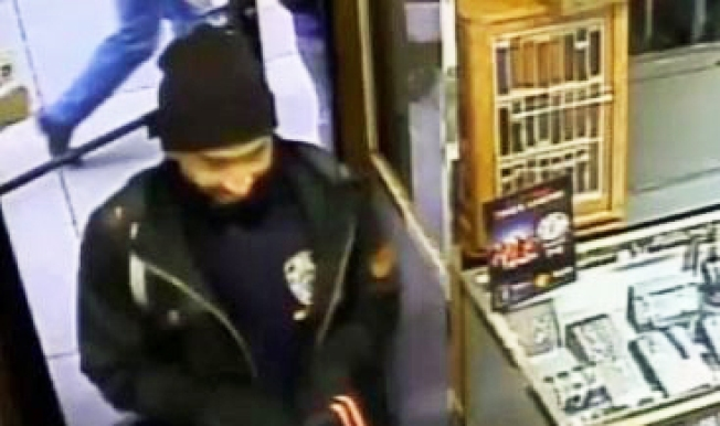 Man in NYPD Turtleneck Steals Diamond Ring From Midtown Jewelry Store: Cops