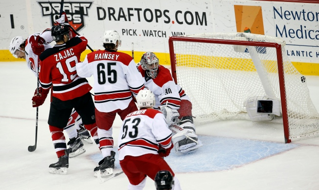Schlemko Scores Late in 3rd, Devils Beat Hurricanes 3-2