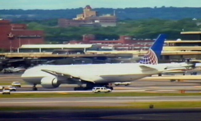 Continental Jet Makes Emergency Landing in Newark