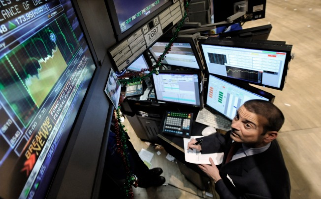 Fed Cuts Key Interest Rate to Near Zero