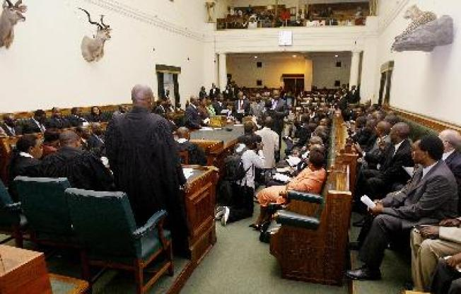 Opposition Pols Taunt Mugabe in Parliament