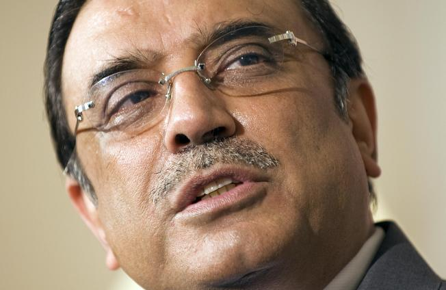 Zardari to U.S.: Let Pakistan go after terrorists