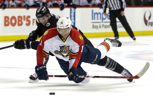 Panthers Maul Islanders 5-1
