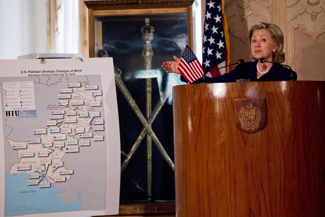 Clinton: Pakistan Knows Where Osama is Hiding