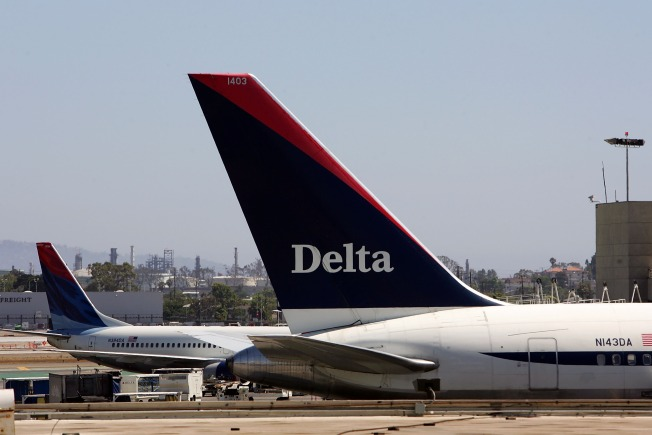 Crippled Delta Flight Makes  Emergency Landing at JFK