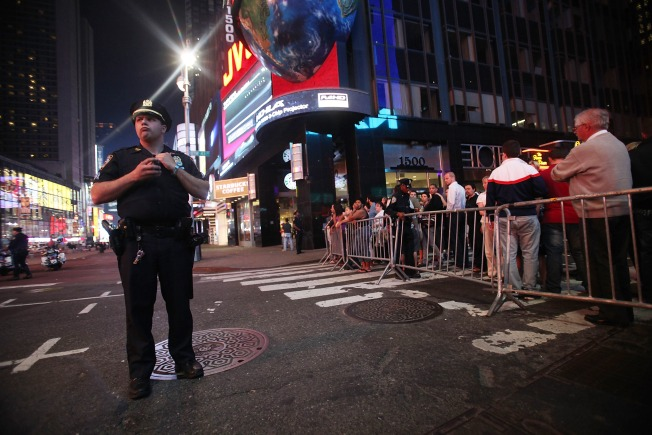 Bloomberg and Kelly Head to the Scene of Times Square Bomb Scare