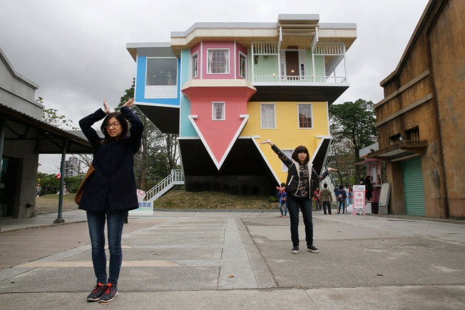[NATL] Architects Create Upside-Down House in Taiwan
