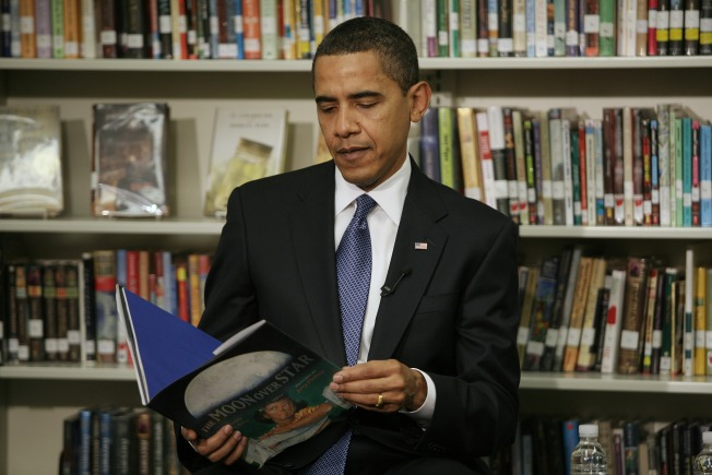 Obama Signs Deal for Post-Presidency Book