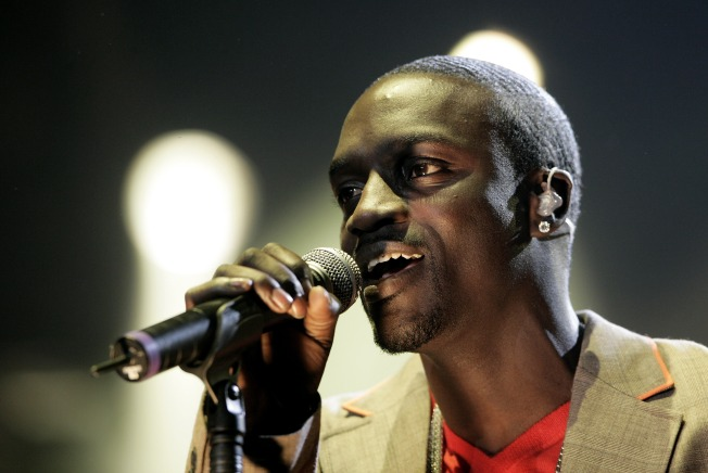 Hip Hop's Akon Admits He Threw Fan Off Stage