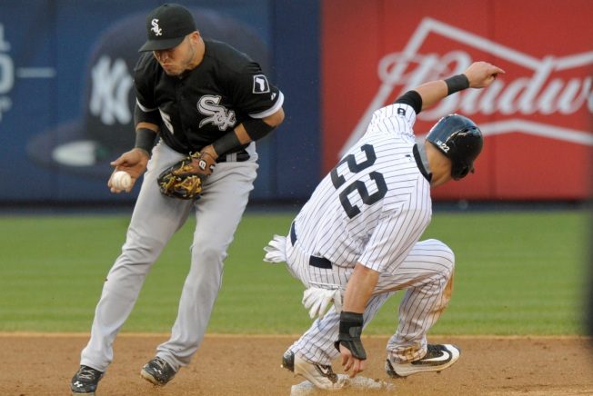 Yanks Nip White Sox, 2-1, on Consecutive Doubles