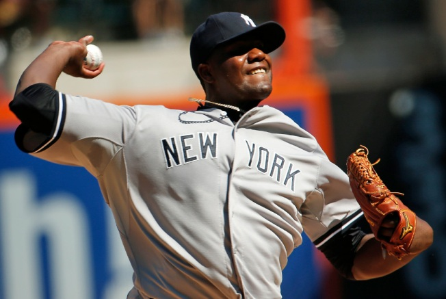 Yanks Shut Down First-Place Mets, 5-0, Even Subway Series