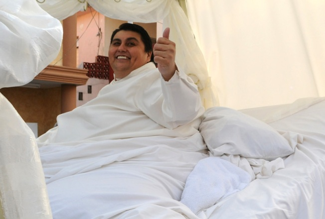 World's Fattest Man Pimps His Astrovan