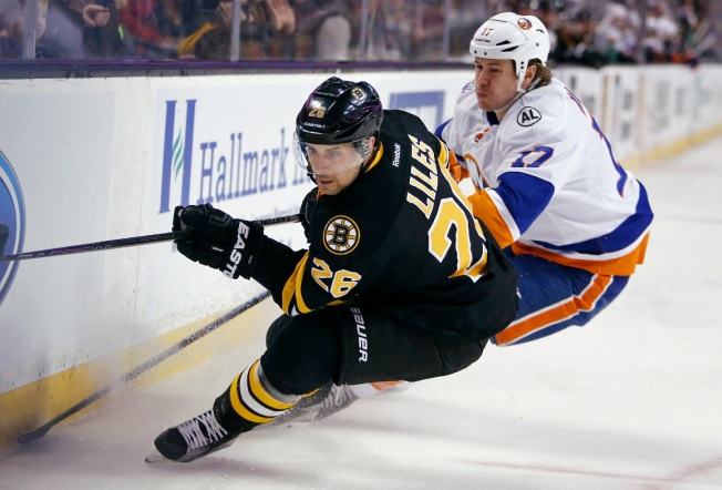 Pastrnak's 2 Goals Push Bruins Past Islanders 3-1