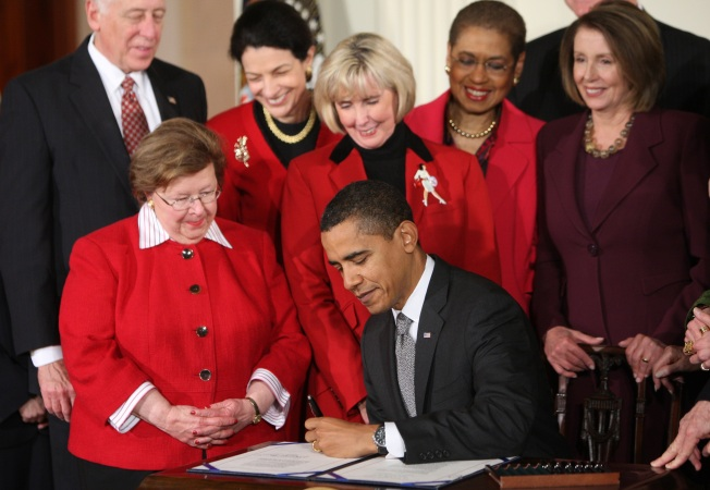 Obama Signs Equal-Pay Bill as First Legislation