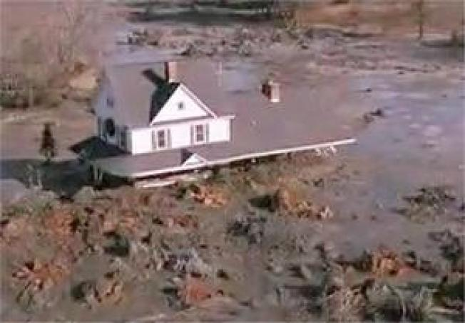 Tennessee Valley Coal Ash Spill Buries 400 Acres