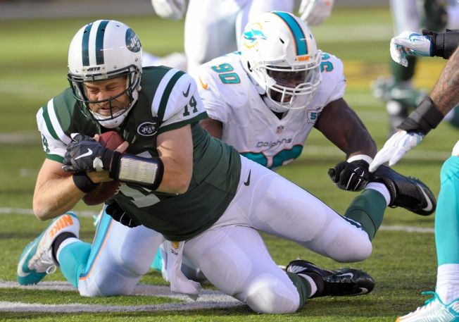Fitzpatrick Tosses 4 TDs as Jets Batter Fins 38-20