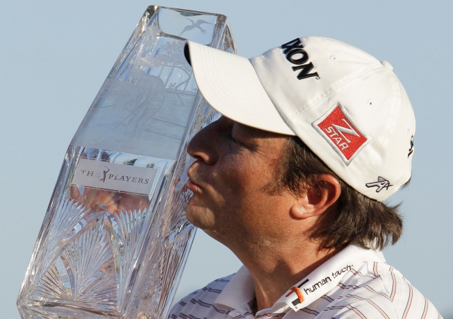 Clark Surges to First Tour Title; Tiger Pulls Out