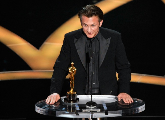 Penn Pleas for Gay Rights, Rourke at Oscars