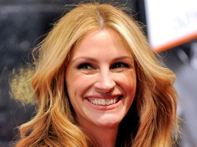 Julia Roberts Outs a Nutjob Costar - Almost