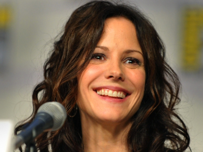 12/8: Mary-Louise Parker Leads Lit Night, Shopping Party w. Cupcakes…
