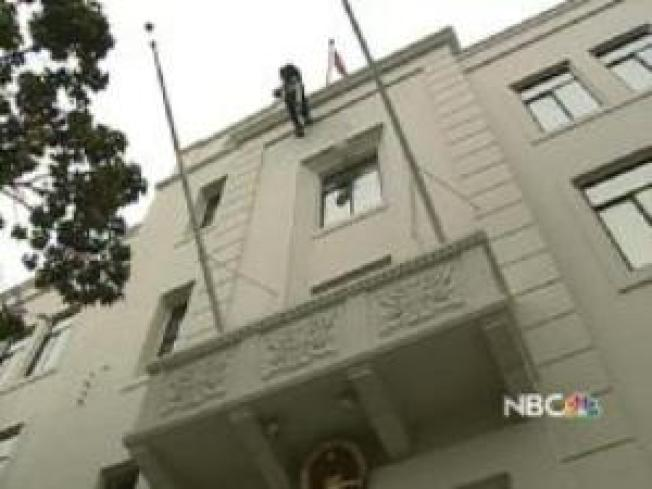 Tibet Protestor Plummets at Chinese Consulate in San Francisco