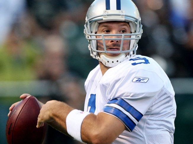 Romo, new stadium dazzle for Cowboys