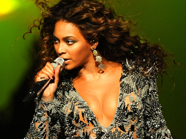 Beyonce to Perform in Malaysia Despite Dress Code
