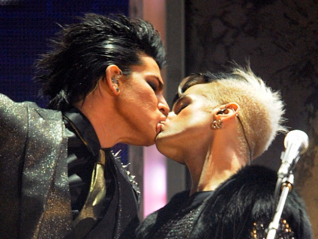CBS, GLAAD Respond To 'Early Show' Blurring Lambert Kiss – But Not Madonna's