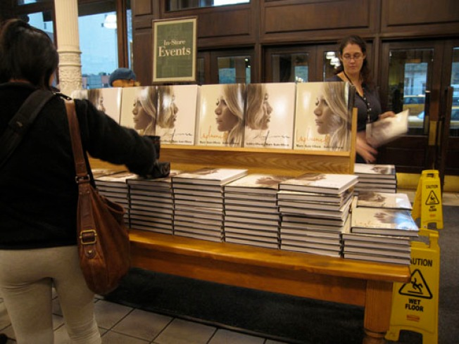 The Nine Rules of the Olsen Twins' Book Signing