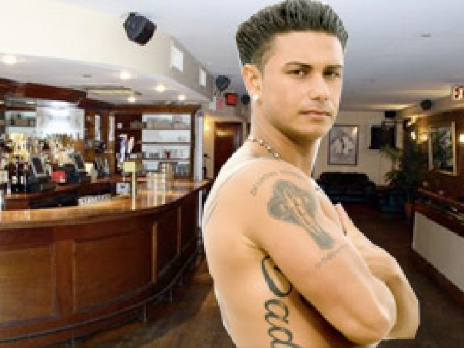 Pauly D Hosts Party Where Everyone Dresses Like Pauly D