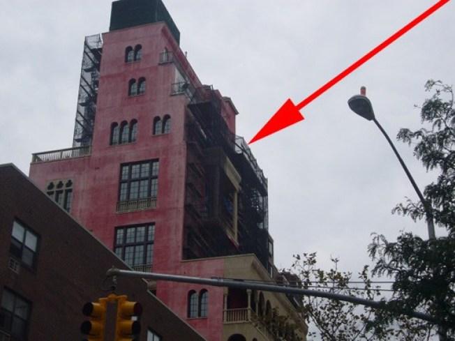 CHUPI IN CRISIS: Palazzo's Paint Peeling?