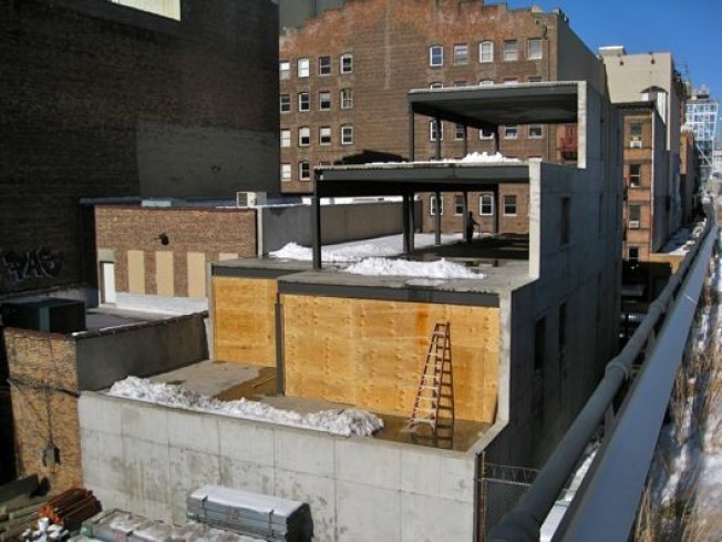 Mysterious High Line Building is Losing Its Head