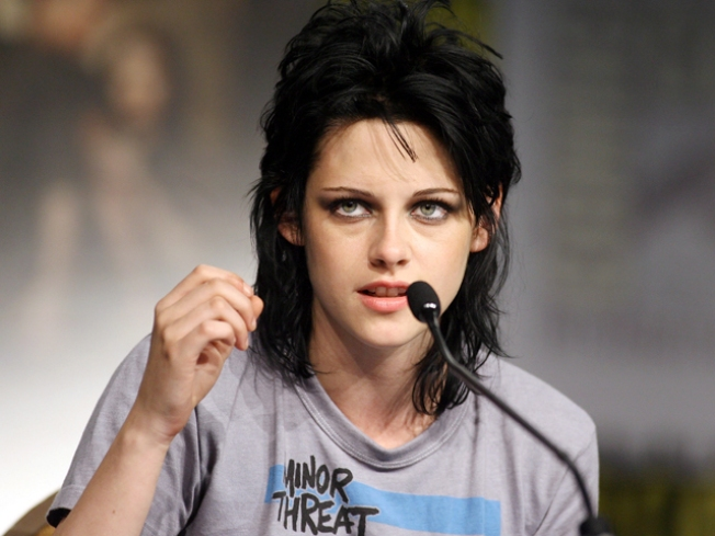 Kristen Stewart & Taylor Lautner On Their 'New Moon' Romance