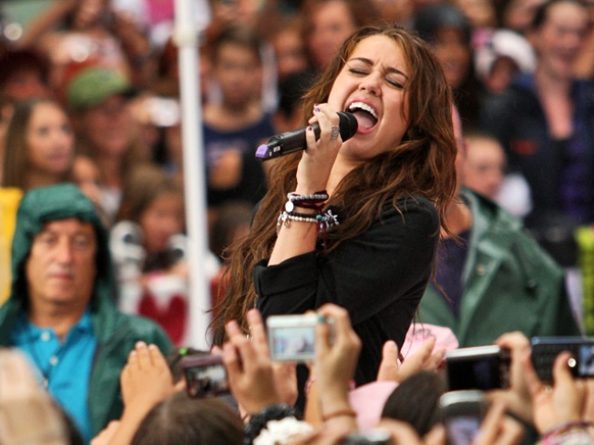 Miley Cyrus Too Ill to Perform Concert