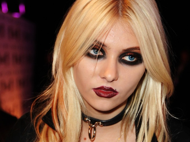 Taylor Momsen's Overseas Geography Lesson