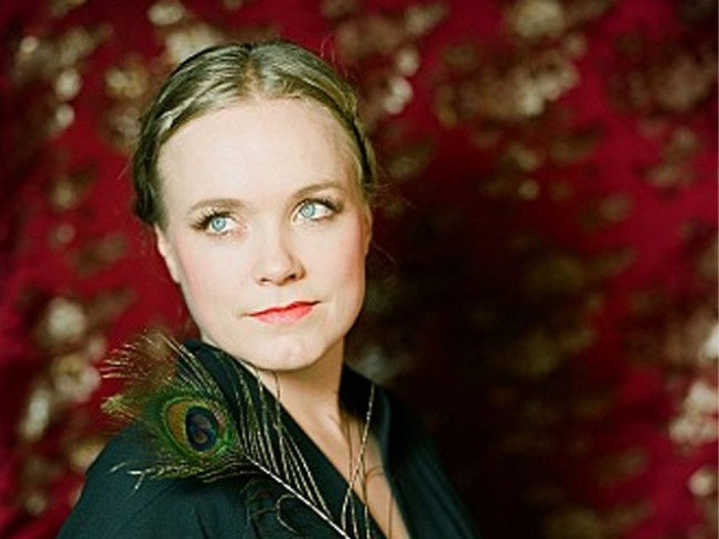 5/10: Ane Brun, Mae West, and the Electravox