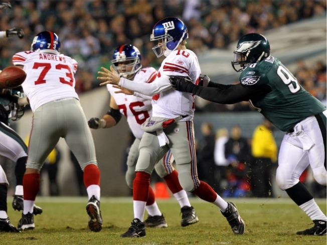 Mistakes Cripple Giants in 27-17 Loss to Eagles