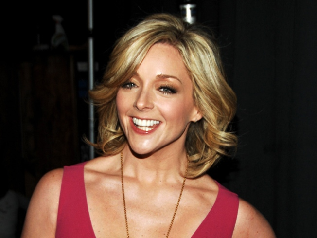 5/11: Jane Krakowski Sings, Fort  Defiance & Others Pour…