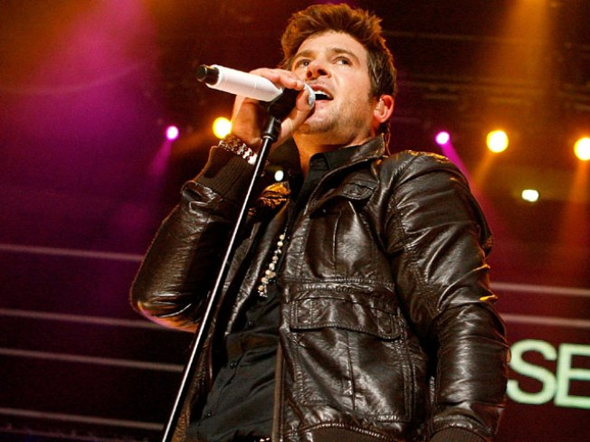Live This Week: Robin Thicke, Lissy Trullie, Mos Def