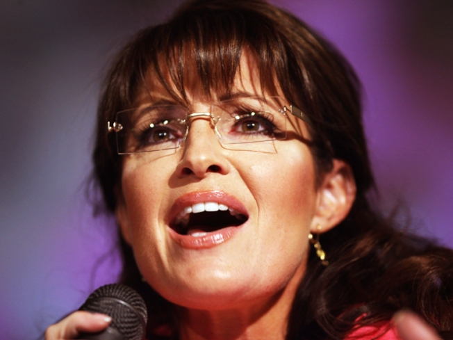 Palin Defends Gun Laws in L.I. Visit, Stays Vague on '12