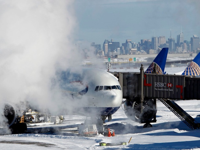 4,500 Flights Cut as Midwest Storm Hits