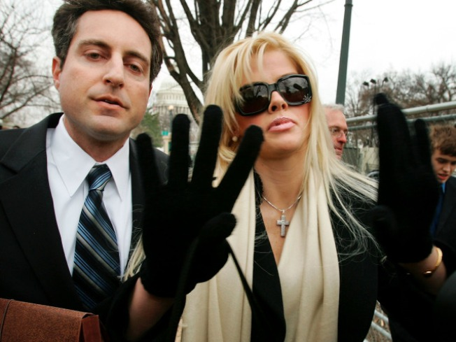 Anna Nicole Smith's Doctor, Boyfriend to Stand Trial