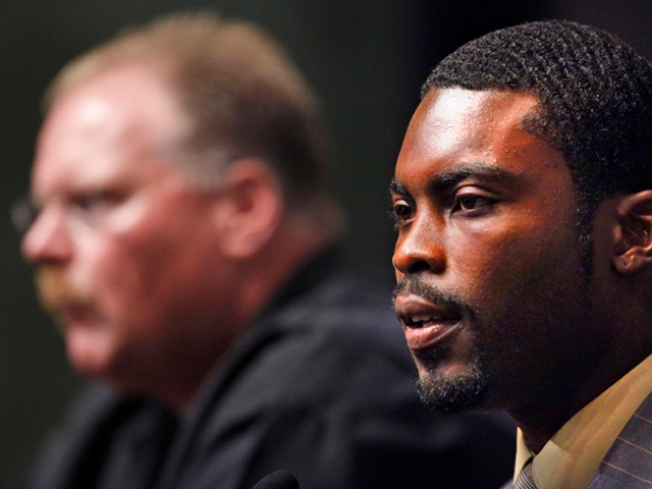 Remorseful Vick Ready to Fly With Eagles