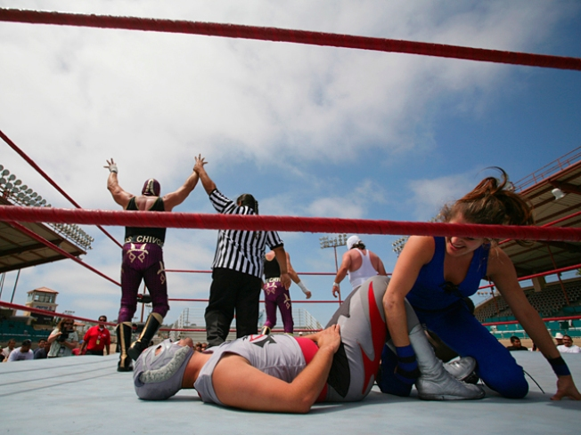 Police Catch Wrestlers in Fake Fight--Outside of the Ring