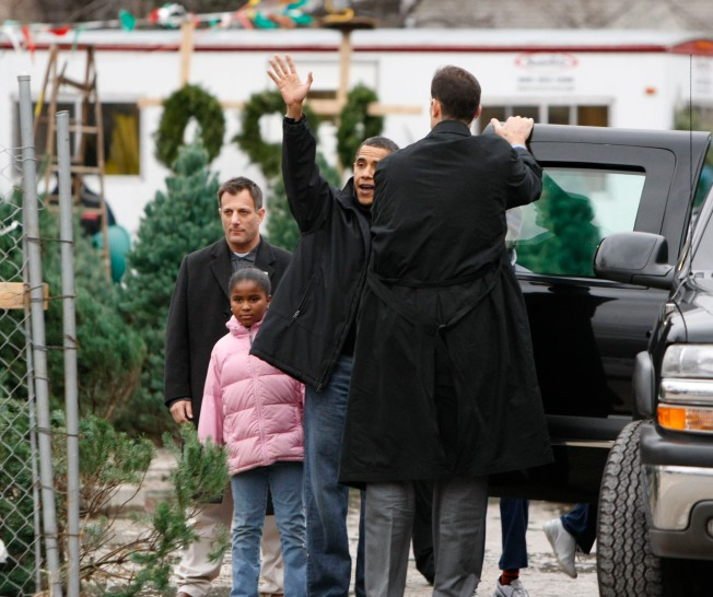O-Christmas Tree! Obamas Shop for Holidays